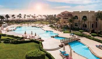 Один из топ-10 лучших бассейнов на курортах мира